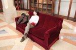 Sofa w kolorze bordo