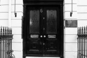 podwójne drzwi wejściowe do domu