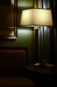przygaszone światło lampki nocnej