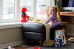 dziecko w pokoju